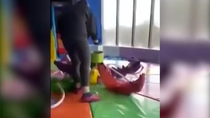 Трое детей пострадали в результате обрыва аттракциона в ТРЦ на востоке Москвы