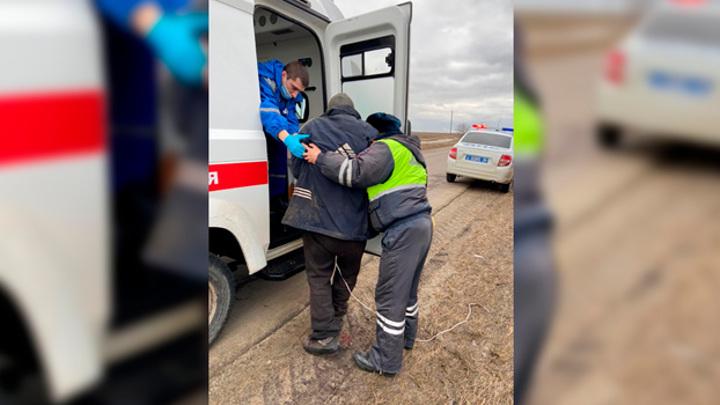 В Воронежской области мужчина едва не истек кровью на дороге