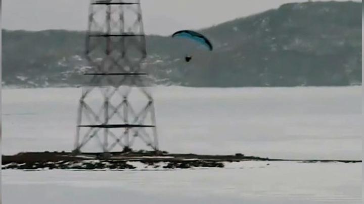 В Токаревский маяк во Владивостоке едва не врезался мотопланерист