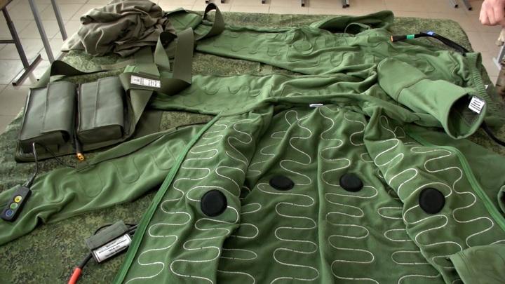 Военные впервые провели тренировку в одежде с электроподогревом. Видео