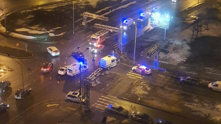 Пятерых полицейских увезли в больницу после ДТП в Питере