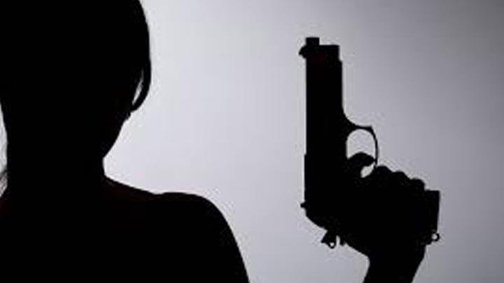 В Райчихинске студентка выстрелила в обидчицу во время ссоры