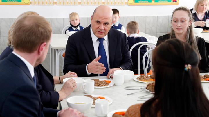 Самое вкусное – котлета с гречкой: Мишустин пообедал в школьной столовой