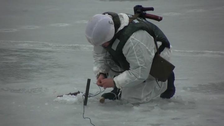 Военные взрывают реку в Подмосковье