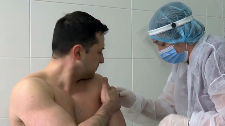 Провал вакцинации на Украине: что не так с выбором Зеленского