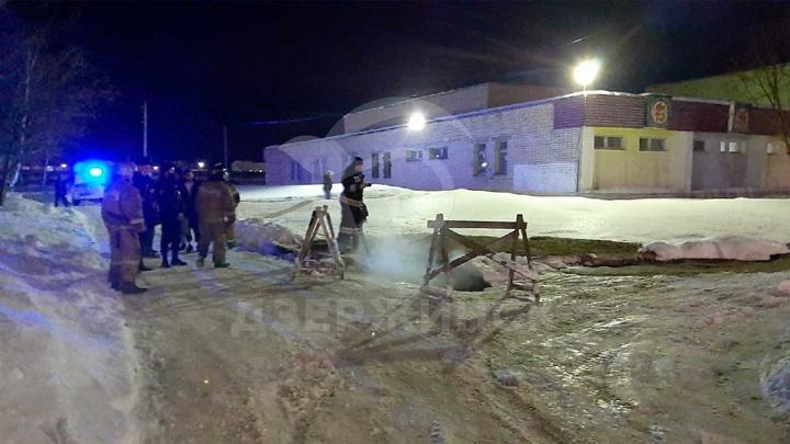 В Дзержинске девушка, упавшая в яму с кипятком, остается в крайне тяжелом состоянии