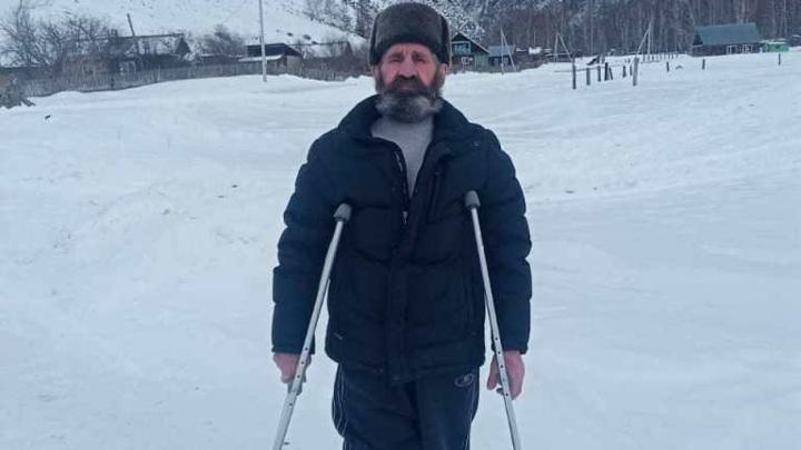 Сибиряк двое суток без сна полз со сломанной ногой зимой в горах