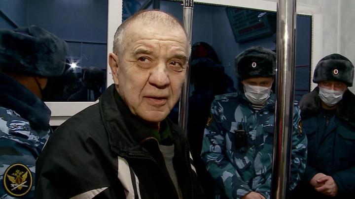 Мохов вернулся в дом, рядом с которым в подвале держал девушек