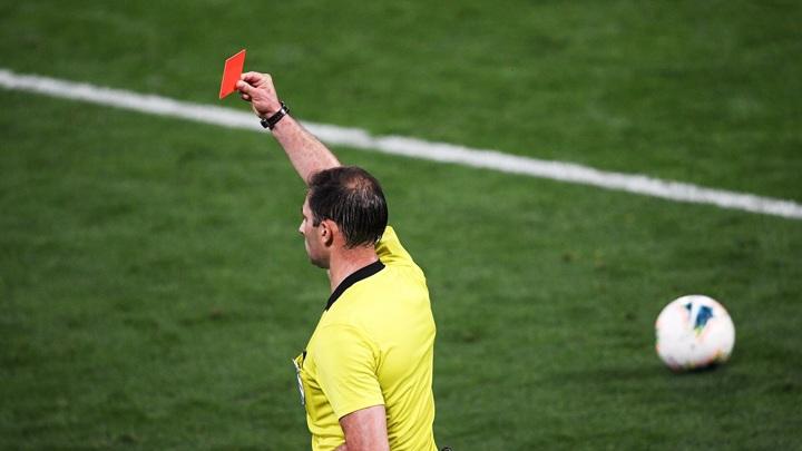 Финал футбольного турнира в Вологде закончился судейским скандалом