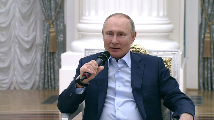 Путин: Интернет, не соблюдающий моральных законов, грозит разрушить общество