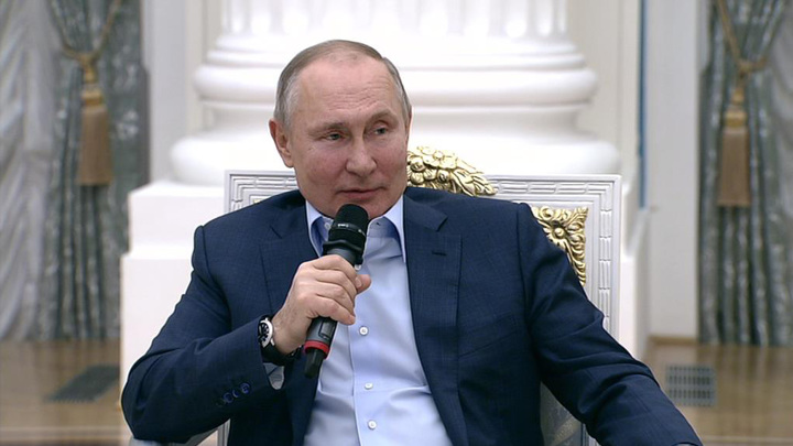 Путин рассказал, как сидел у постели больного профессора
