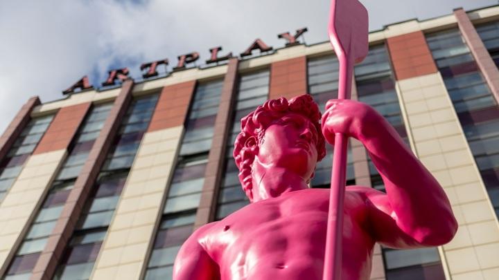 Статую Давида с веслом установили в Центре дизайна Artplay