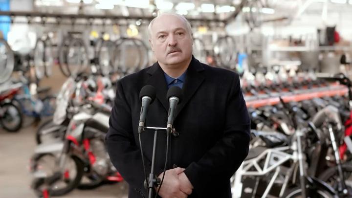 Лукашенко рассказал про свой дворец и пошутил про миллиарды