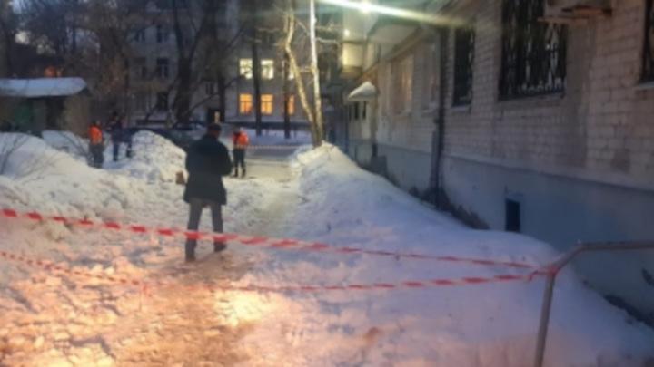 В Самаре на школьника с крыши упала ледяная глыба