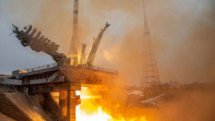 Американскому астронавту привезли на МКС баклажанную икру и компот