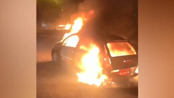 Французские подростки второй день жгут машины и громят остановки