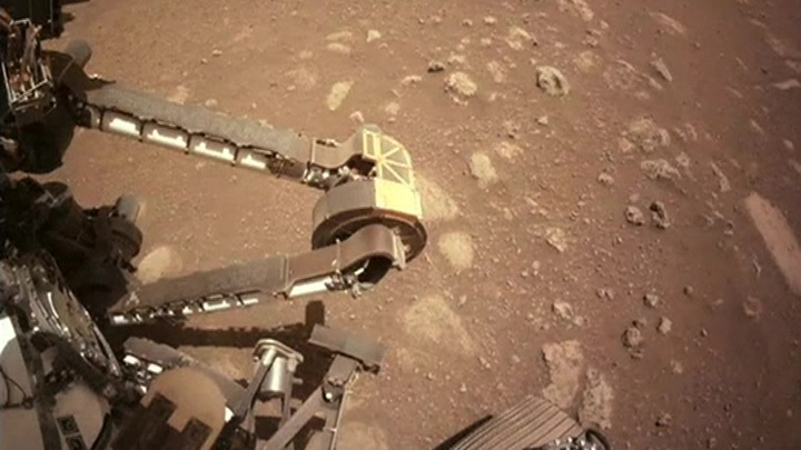 Perseverance впервые прокатился по Марсу