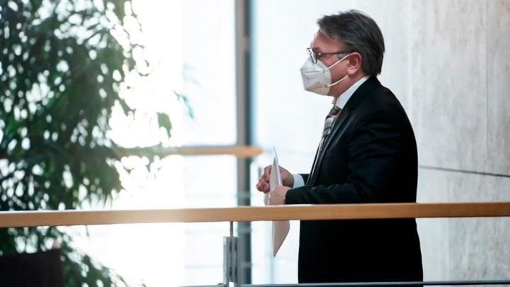 Депутатов бундестага уличили во взятках за лоббирование контракта на маски