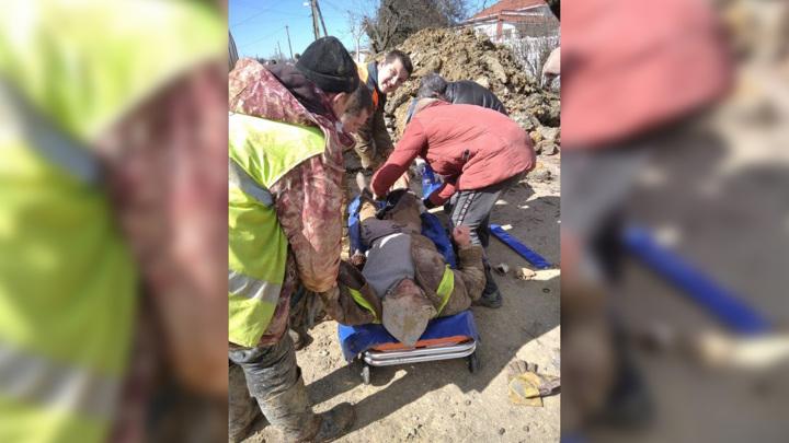 В Крыму спасатели достали мужчину из-под земли