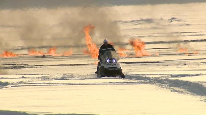 В Югре выясняют причины пожара на газопроводе