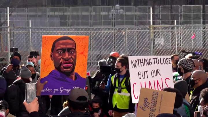Убийство афроамериканца полицейским: выбор присяжных может затянуться