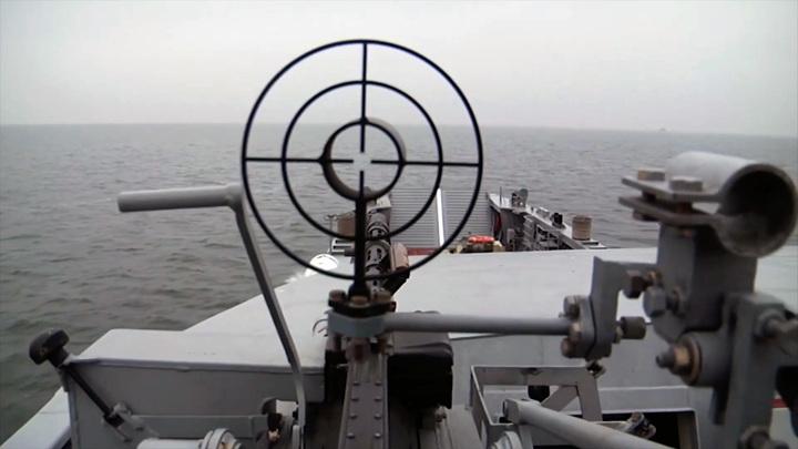 Балтфлот показал высадку бронетехники с быстроходных катеров