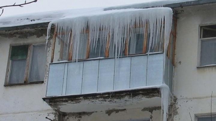 В Новосибирске упавшая с жилого дома сосулька убила пенсионерку