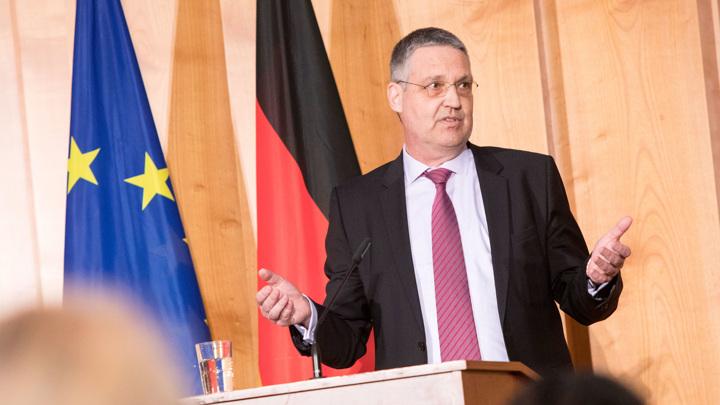 Посол Евросоюза провел полтора часа в российском МИДе