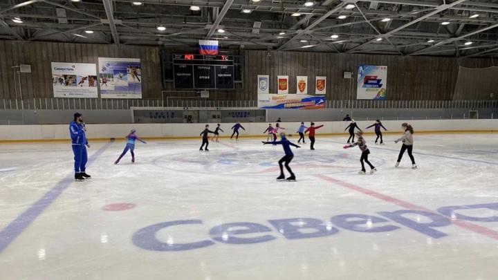 Илья Авербух провел мастер-класс для юных фигуристов в Оленегорске