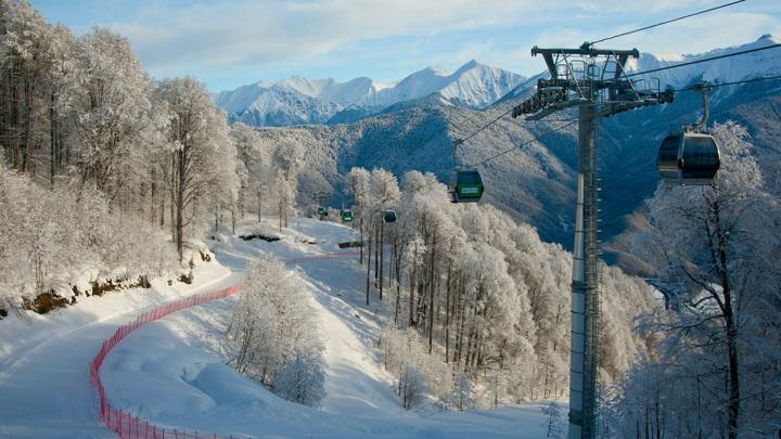 Обилие снега продлило горнолыжный сезон в Сочи