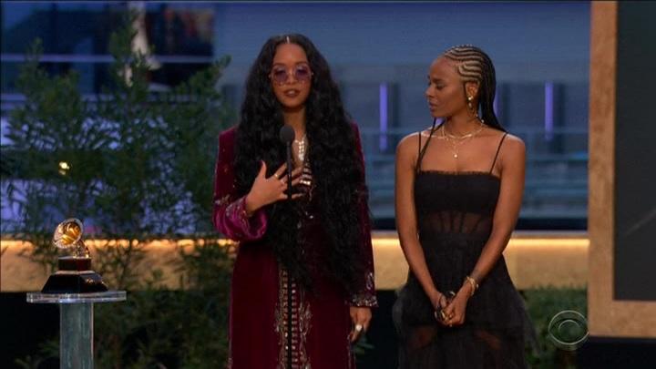 """О черном искусстве и талантах: Габриэлла Уилсон получила Grammy за """"песню года"""""""