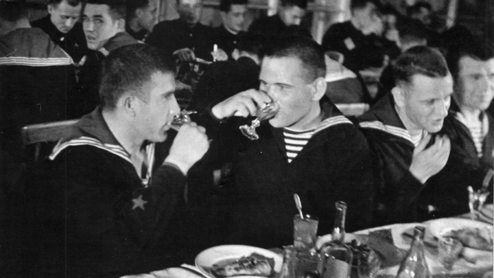 14 октября 1942 года. Торжественный обед по возвращении из боевого похода
