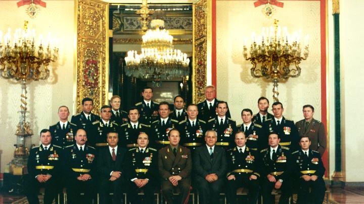 Екатерининский зал Кремля После вручения знака Заслуженный военный летчик СССР