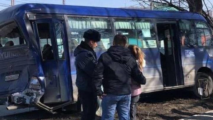 Грузовик врезался в пассажирский автобус в Приморье: есть пострадавшие