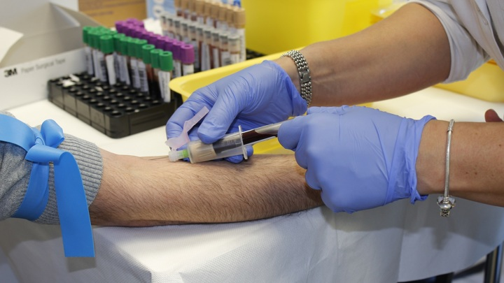 Анализ крови поможет вовремя выявить рак щитовидной железы.