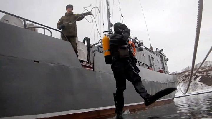 Боевые пловцы показали, как стрелять из автомата под водой. Видео
