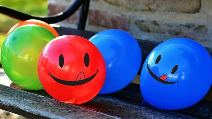 Выпускников просят отказаться от запуска воздушных шаров