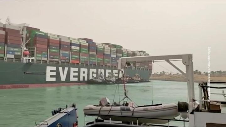 Цены на нефть резко выросли после блокировки Суэцкого канала
