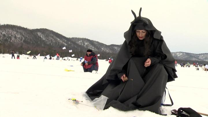 """""""Байкальская рыбалка"""": Дюжев, Дед Мороз и Малефисента"""