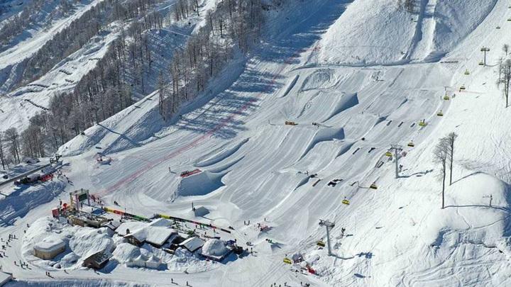 В горах Сочи открылся самый большой в России сноупарк