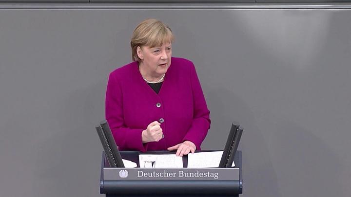 Меркель: Было бы неправильно закрыть все каналы диалога с Россией
