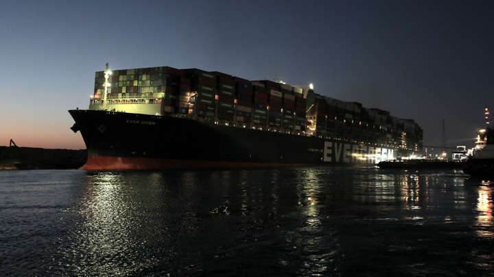 Навигацию по Суэцкому каналу откроют после отправки Ever Given на техосмотр
