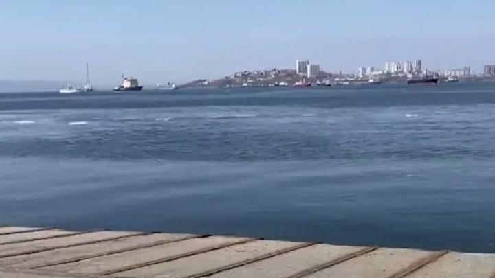 На Русском водитель иномарки, уходя от полицейских, улетел с пирса в море
