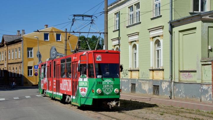 В Латвии пассажир зарезал водителя трамвая
