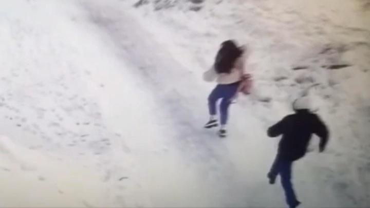 Мужчина с ножом напал на девочку у новосибирской школы