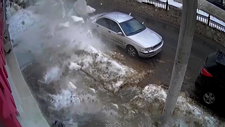 Сосульки повредили машину: как возместить ущерб