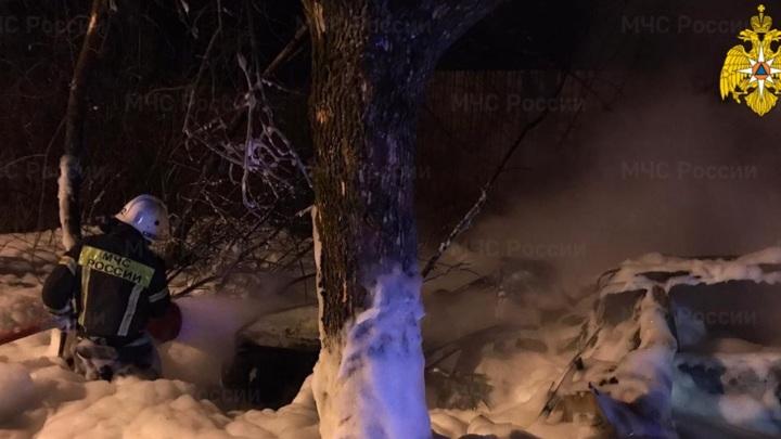 Три человека сгорели в машине, вспыхнувшей после ночного ДТП