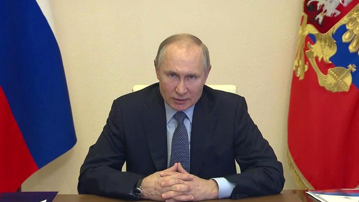 Путин подписал закон о миллионных штрафах за реабилитацию нацизма в сети