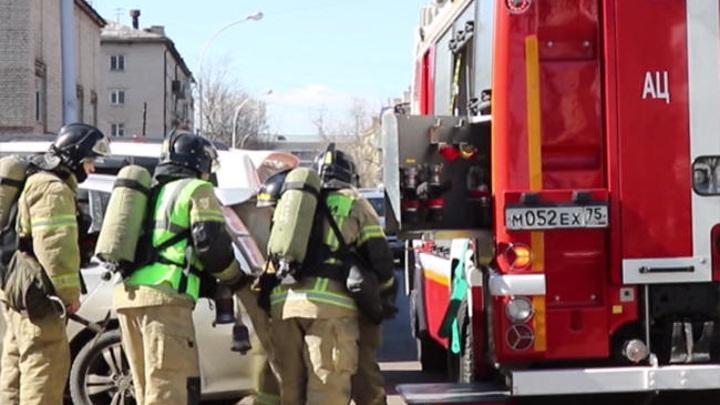 Учеников одной из омских школ эвакуировали из-за пожара