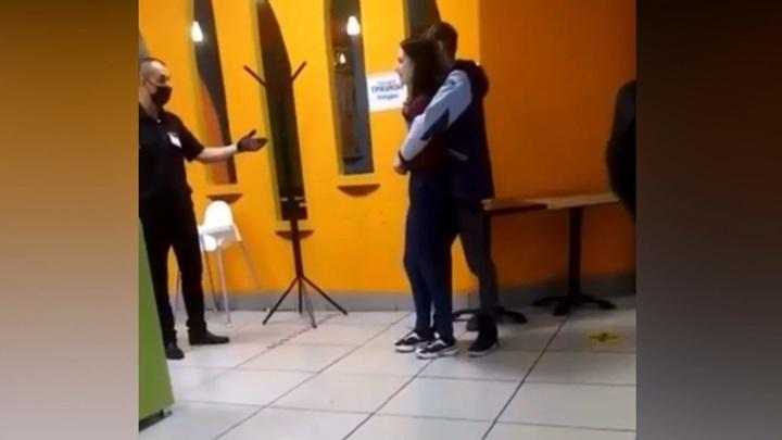 Молодой человек взял в заложники бывшую возлюбленную в кемеровском ТЦ